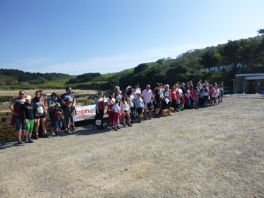 start-of-herm-world-aid-walk-2013-4