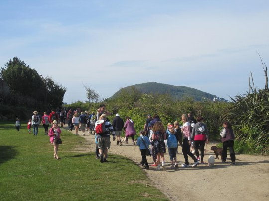 The walkers head off towards Rosaire Steps.JPG
